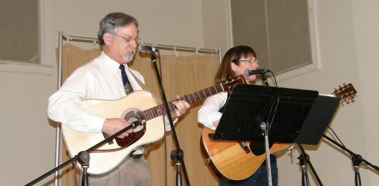Brian & Mary Lewis performing at a 2009 Lunchbox Concert